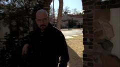Walt goes to Jesse's house.