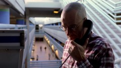 Walt calls Jesse. Alternates with the previous scene.