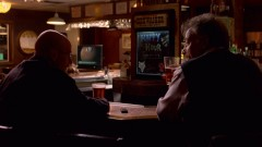 Walt has a drink with Jane's dad.
