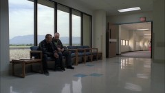 Walt meets Jesse at the hospital.